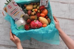 Экзотические фрукты в шляпочных коробках