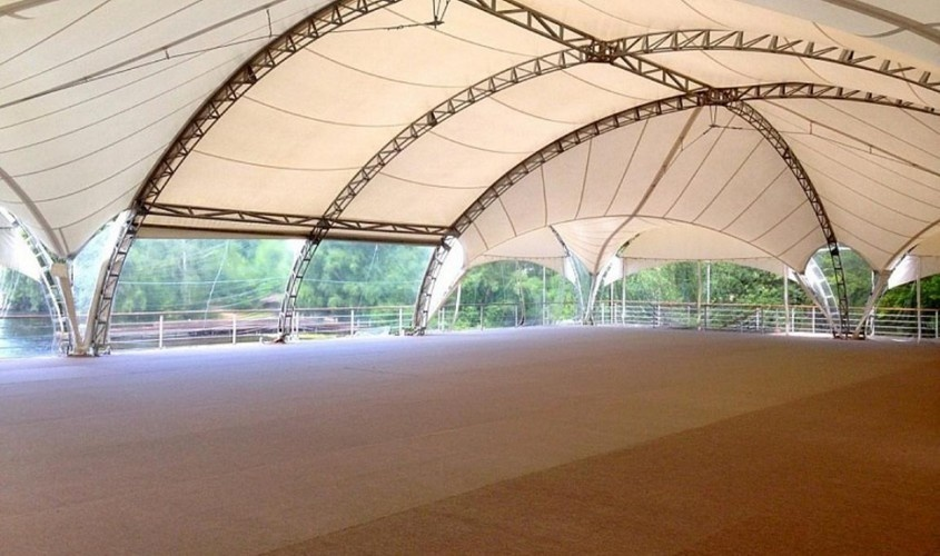 Другой тип быстро возводимой конструкции шатра